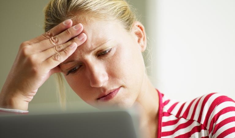 shutterstock 37032580%5b1%5d woman having headache 650kb