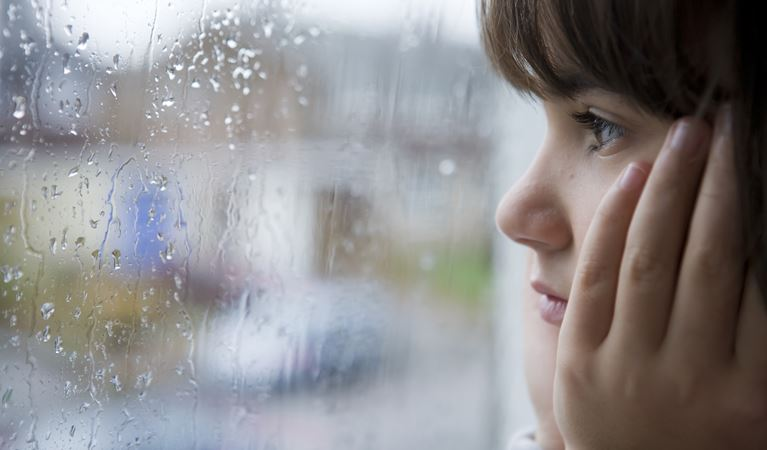shutterstock 23398030%5b1%5dyoung child looking window rain